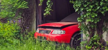 5 Reasons You Shouldn't Leave a Broken-Down Car in Your Driveway